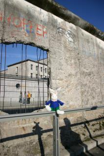 Chase at the Berlin Wall